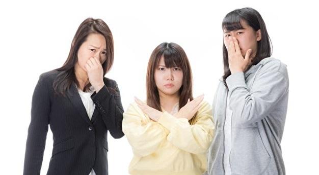 誰かの体臭を拒絶する女性3名